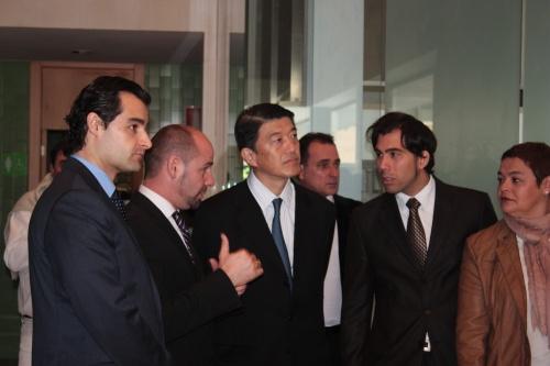 Bonsai Presidente AEB presentando la exposición - torrevejense